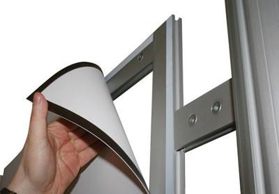 "Linear-Messewand: Einbringung einer PVC-Platte (Messewand ""Linear Kit B"" inkl. Bedruckung)"